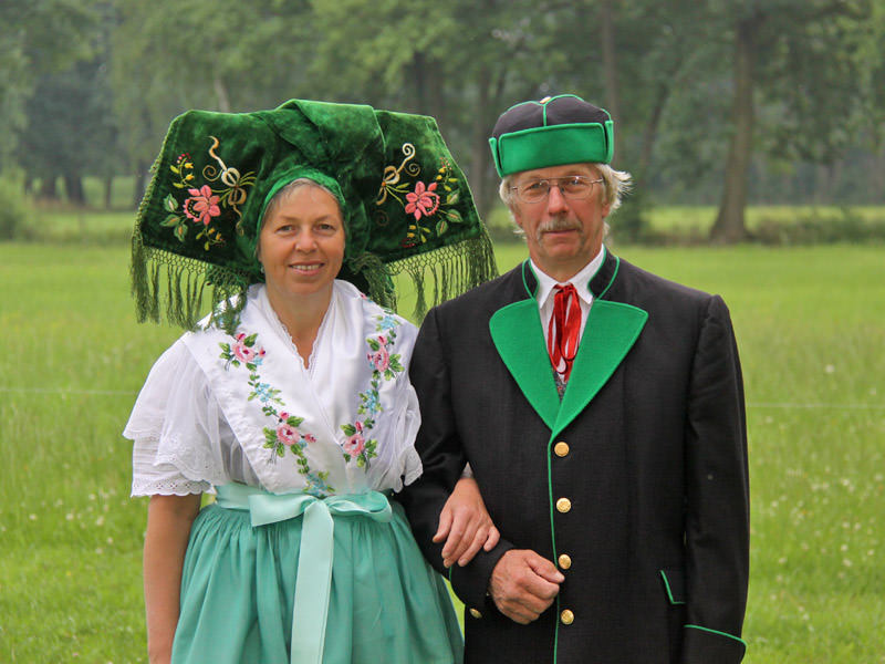 Familie Duschka in Tracht